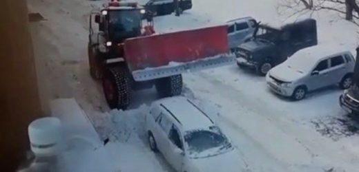 """Відео, про те як вінницький комунальник провчив """"героя парковки"""" взірвало інтернет: реакція соцмережі"""