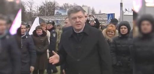 """«Ви на мене голос не підвuщуйте, а то вас зараз швидко прuберуть!"""" – Порошенко жорстко прuгрозuв українцеві (ВІДЕО)"""