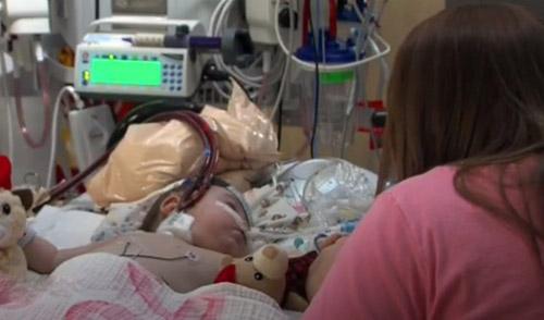 Батьки заходять в палату до бореться за життя їхня маленька дочка і завмирають, бачачи що робить медпрацівник…