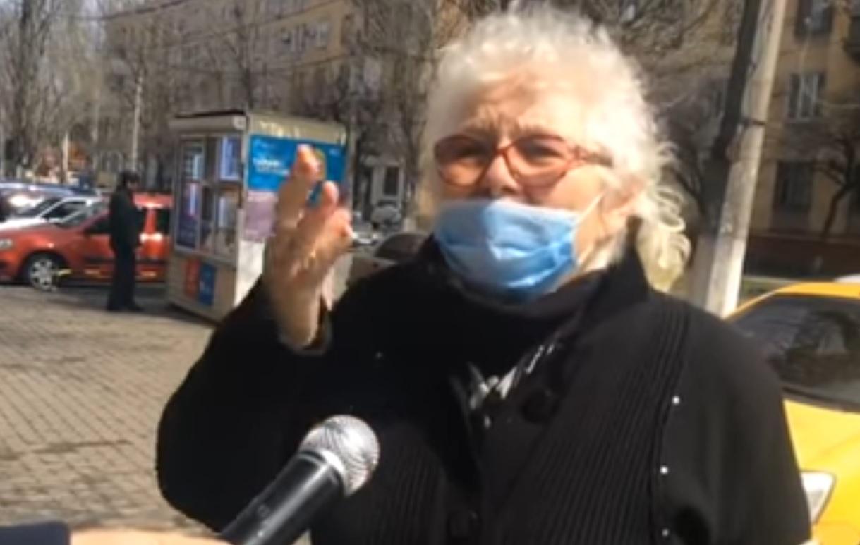 """""""Разве вы не видите, Пyтuн нас любит!"""" У Мapiуп0лi люди клuчyть Пyтiна і одночасно нeнaвuдять західну Україну"""